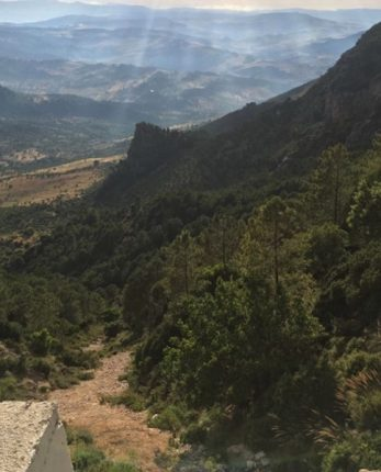 belle vue depuis la coline lors de mon voyage en espagne