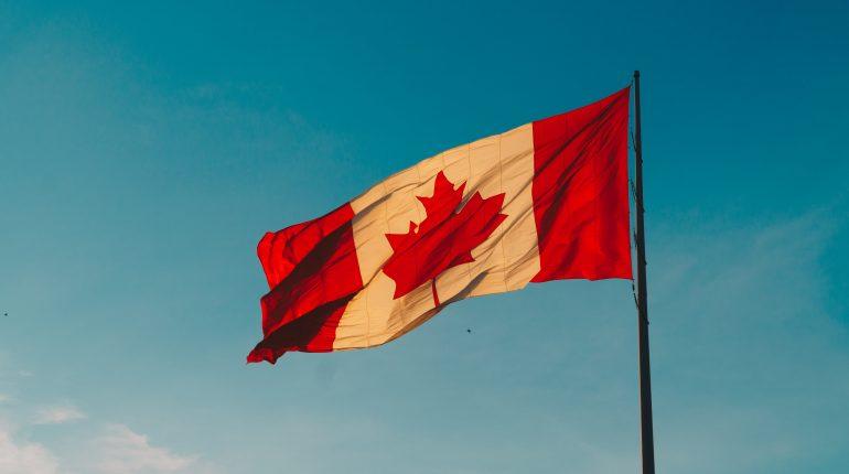 Drapeau du Canada flottant