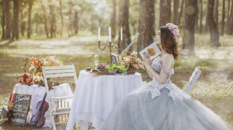 belle mariée et belle décoration de mariage