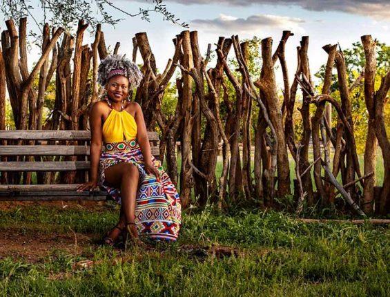 femme affricaine avec des tissus wax