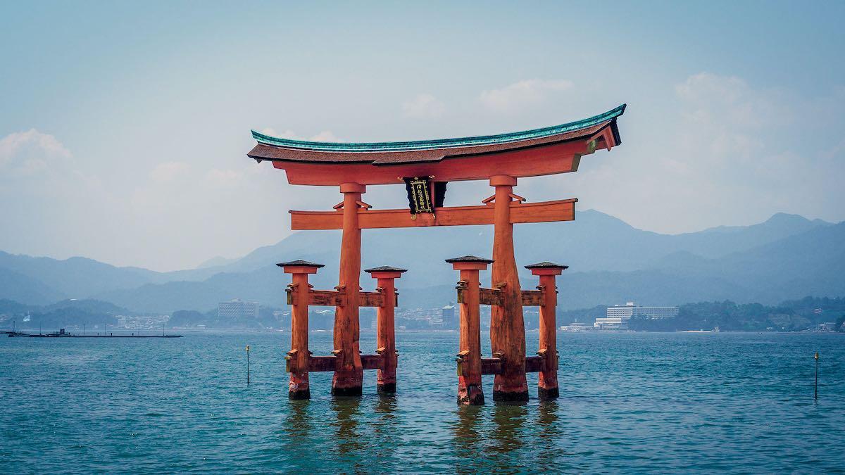 Le sanctuaire itsukushima au Japon